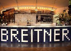 BRASSERIE BREITNER | Wat is deze Franse bar en brasserie een fijne aanwinst voor de buurt! De van der Palmkade is in één klap een stuk levendiger, door deze nieuwe uitspatting van horecaman Casper Reinders. Je kunt er doordeweeks terecht tot een uurtje of een, en in het weekend zelfs tot drie. Wat staat er op het menu? We noemen: escargots, cassoulet en crèpes | via @elleeten