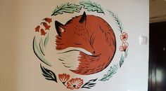 рисунок на стене. спящая лиса