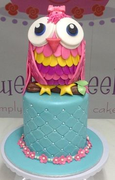 year making cake for this client. There was also an owl 'smash cake' owl cookies and owl cupcakes. Macaroons, Cute Cakes, Yummy Cakes, Fondant Cakes, Cupcake Cakes, Cookies Decorados, Owl Cakes, Funny Cake, Candy Cakes