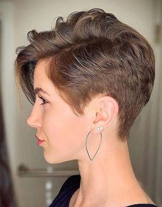 As girls all over the world ditch their long tresses in favor of sweet, short and sassy coifs, the asymmetrical pixie cut is an ever popular choice. Stylish Short Haircuts, Girls Short Haircuts, Haircut Short, Bob Haircuts, Pixie Cut Styles, Short Hair Styles, Pixie Hairstyles, Straight Hairstyles, Short Shaved Hairstyles