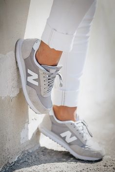 New Balance,gris et blanc.