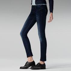 wear skinny pants with a low waist