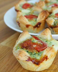 Pienet fetapinaattinyytit Quiche, Food And Drink, Pie, Snacks, Baking, Breakfast, Ethnic Recipes, Kitchen, Torte