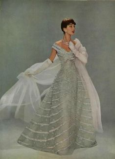We've got serious style envy for this stunning Christian Dior gown from Timeless and elegant. Vintage Glamour, Vintage Dior, Vintage Gowns, Vintage Couture, Vintage Beauty, Christian Dior Vintage, Christian Dior Gowns, Vintage Evening Gowns, Vintage Clothing