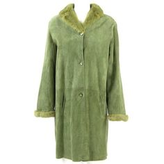 Preowned 1990s Tailoring Green Sheepskin Coat Hemmed With Mink Fur ($754) ❤ liked on Polyvore featuring outerwear, coats, green, tailored coat, button coat, mink fur coat, sheep coat and green coat