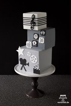 Quadratische Torte Sweet 16 Cakes, Pastel, Sugar Art, Yummy Cakes, Cake Designs, Diy And Crafts, Bakery, Table Lamp, Cakepops