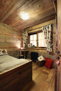 Camera matrimoniale in legno vecchio originale