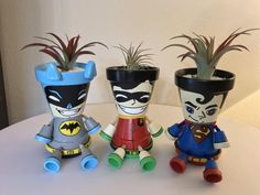 Clay Flower Pot People: Cartoon Characters and Superheroes - Unique Balcony Garden Decoration and Easy DIY Ideas Flower Pot Art, Flower Pot Design, Clay Flower Pots, Flower Pot Crafts, Clay Pot Projects, Clay Pot Crafts, Diy Crafts, Flower Pot People, Clay Pot People