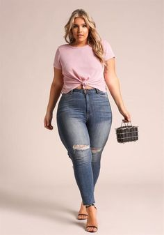 Curvy Girl Fashion Outfits, Plus sized clothing, fashion tips, plus size fall wardrobe and refashion. Fall and Autmn Fashion Outfits Trends for Plus Size. Look Plus Size, Plus Size Casual, Plus Size Jeans, Fashion Looks, Curvy Fashion, Girl Fashion, Fashion Outfits, Fashion Edgy, Style Fashion