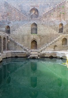 stepwell-architecture Crumbling Subterranean Stepwells Before they Disappear Posted on September 3, 2016Architecture