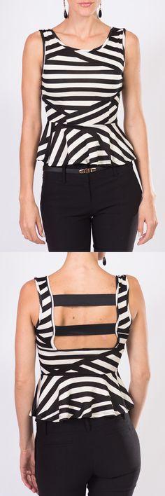 El clásico por excelencia, la combinación blanco y negro que no pasa de moda y en KAMI te presentamos esta elegante blusa sin mangas con un lindo y moderno escote en la espalda listo para convertirse en tu prenda favorita,