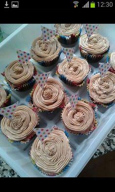 Cupcake de chocolate negro.con crema chocolate con leche.