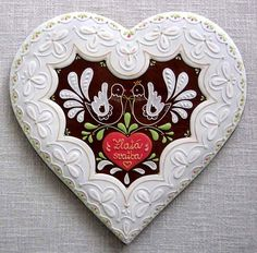 pernikové srdce - fotoalba uživatelů - Dáma.cz Fancy Cookies, Valentine Cookies, Holiday Cookies, Gingerbread Decorations, Honey Cake, Stone Heart, Marzipan, Heart Art, Cute Food