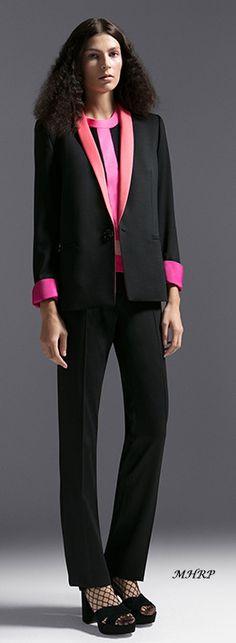 escada-pre-fall-2018 Runway Fashion, High Fashion, Fashion Show, Women's Suits, Fashion Week 2018, Fall 2018, Suits For Women, Work Wear, Fashion Brands