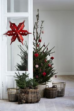 cool 51 Minimalist And Modern Christmas Tree Décoration Ideas