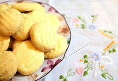 Receita de biscoito sem glúten que não tem erro! O biscoito de milho fica com a textura do sequilho, aquele biscoito delicioso que desmancha na boca. Prove!