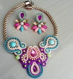 Collares Paper Jewelry, Bead Jewellery, Wire Jewelry, Beaded Earrings, Earrings Handmade, Handmade Jewelry, Handmade Accessories, Jewelry Accessories, Soutache Necklace