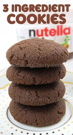 An easy recipe made with hazelnut cocoa spread, egg, and flour. If you love Nutella, you should try these cookies! Just mix, roll into balls and bake! Pancakes Nutella, Biscuit Nutella, Nutella Cookies Easy, Nutella Snacks, Nutella Brownies, Nutella Chocolate, Cocoa Cookies, Nutella Cookie Recipe, Nutella Icing