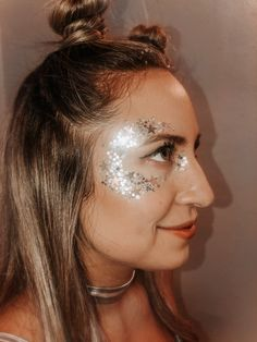 Space Make Up - Glitter and Space Buns Wow, Halloween is righ. - Space Make Up – Glitter and Space Buns Wow, Halloween is right around the corne - Costume Halloween Alien, Halloween Outfits, Halloween Diy, Halloween Makeup, Disney Halloween, Biker Halloween, Astronaut Costume, Star Costume, Women Halloween