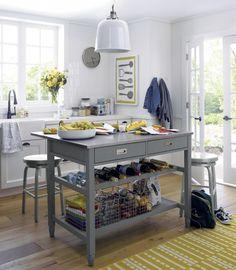 La cuisine comme au bistrot : on s'inspire du bistrot pour faire de la cuisine un espace ouvert vivant et sympathique, axé sur l'art de vivre. Photo : Crate & Barrel