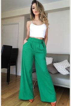 Green is a fashion trend - come learn to wear green Look Fashion, Fashion Pants, Trendy Fashion, Fashion Outfits, Fashion Trends, Casual Wear, Casual Dresses, Casual Outfits, Indian Western Dress