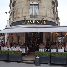 on Avenue Montaigne, L'Avenue is the perfect place to rest her Choo-weary feet Parisian Architecture, French Bistro, Weekend Getaways, Restaurant Bar, Perfect Place, Places To Go, I Am Awesome, Instagram Posts, Restaurants