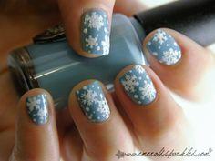 Emerald sparkled snowflake nail
