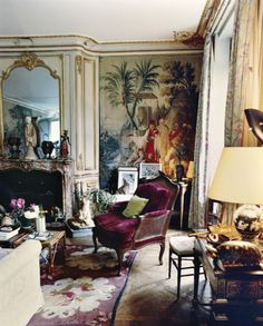 Splendid Schiaparelli's Parisian apartment. photo by François Halard. Antique pieces, bespoke and unique items. designlimitededit… The post Schiaparelli's Parisian apartment. photo by François . French Interior, Classic Interior, French Decor, Home Interior, Interior And Exterior, Interior Decorating, Interior Design, Apartment Interior, Scandinavian Interior