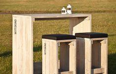 Der 4er Stehtisch aus der WITTEKIND Gastromöbel-Serie schlägt die Brücke zwischen dem 2er Stehtisch und der 6er Sitzgruppe.