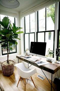 Creating a simplified home office space can help with daily organisation and work productivity. Get started on yours with these minimalist home office ideas. Home Office Space, Home Office Design, Home Office Decor, Office Designs, Cozy Office, Simple Home Design, Bright Office, Home Office Table, Men Office