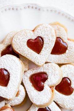 Buttery soft linzer cookies get filled with your favorite fruit jam for a festive holiday treat. These delicious cookies are a holiday classic. Best Linzer Cookie Recipe, Linzer Cookies, Cookie Recipes, Sugar Cookies, Buttery Cookies, Yummy Cookies, Christophe Felder, Heart Shaped Cookies, Heart Cookies