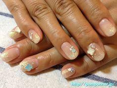 Cute flower glitter gradient nail Clear White    クリアホワイトのラメグラデーションネイルにかわいいお花
