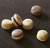 How to Make Classic French Macarons - How-To Video - FineCooking Pastry chef Joanne Chang takes us step by step through her foolproof recipe for these delectable (and charming) French sandwich cookies Baking Recipes, Cookie Recipes, Dessert Recipes, Dessert Ideas, Cake Ideas, Macaroon Filling, Scones, French Macaroons, Almond Macaroons