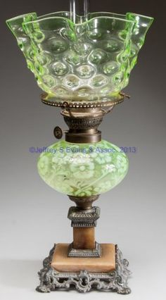 OPALESCENT DAISY AND FERN VARIANT STAND LAMP : Lot 566