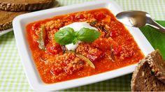 Lehká zeleninová polévka se promění v syté jídlo díky quinoe, která polévku krásně zahustí a zároveň dodá velkou porci bílkovin. Perfektně propojené chutě a lahodná struktura vás mile překvapí.