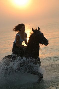 ♥Ride a horse on a beach! I want my own horse to ride on the beach everyday!