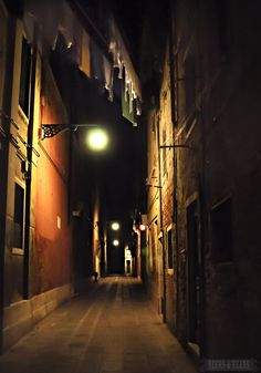 Late Night Laundry in Venice, Italy - photo by Beers & Beans