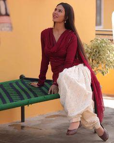 Patiala Suit Designs, Kurti Designs Party Wear, Kurta Designs, Simple Indian Suits, Salwar Suits Simple, Punjabi Suits Party Wear, Punjabi Salwar Suits, Salwar Kameez, Wedding Salwar Suits