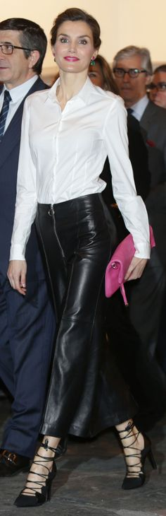 Queen Letizia. ARCO 2016. Hugo Boss shirt, Uterqüe leather culotte, Magrit shoes, Adolfo Domínguez handbag