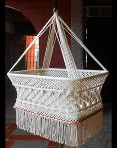 natural white, with manila number 21, macramé, with special decorations of spider on the sides. Hanging from a single point, allows a soft swinging that relaxes the baby and helps him/her to fall...