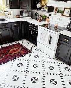 linoleum flooring Painted Linoleum // Not Just Another Painted Floor Tutorial - Shark Tails Plywood Plank Flooring, Painted Plywood Floors, Diy Flooring, White Painted Floors, Painted Kitchen Floors, Kitchen Paint, Kitchen Flooring, Real Kitchen, Kitchen Design