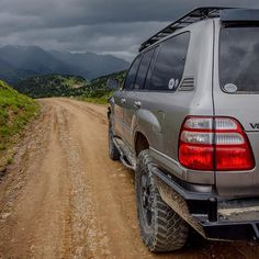 I love a good dirt road. Land Cruiser 100