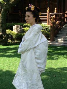 白無垢  新日本髪.  what a white wedding dress looks like. I would most likely not wear this.