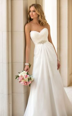 2015 trend chiffon strapless sweetheart slim a-line wedding dress with crystal brooch