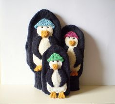 Penguin mittens! I have to make a pair of these for my entire family, or at least my dad and sister and me.  Free Pattern by Frankie Brown