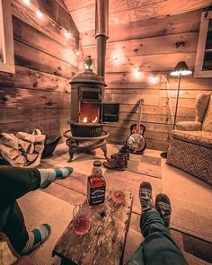 n this article, we will talk about excellent log cabin interior design you can apply into your cabin. Furnishing a log Cabin Interior Ideas. Small Log Cabin, Little Cabin, Log Cabin Homes, Cozy Cabin, Log Cabins, Rustic Cabins, Tiny Cabins, Rustic Cabin Decor, Lodge Decor