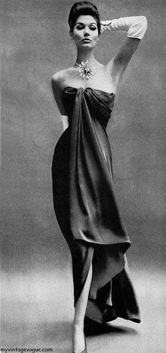 Harper's Bazaar Nov 1960    Simone D'Aillencourt wearing Balenciaga - Photo by Richard Avedon