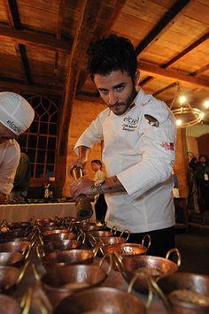 O chef Juan Manuel comanda o restaurante El Cielo em Bogotá e Midelin (Beto Magalhães/EM/D.A Press) Gastronomia, Finger Foods, Restaurant, Cooking