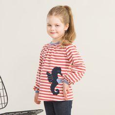 MERIHEVONEN pusero, paprika - vanilja   NOSH verkkokauppa   Kevään lasten uutuusmallistossa leikitellään joutsenien, pesukarhujen ja raitojen iloisessa joukossa. Tilaa tuotteet NOSH edustajalta tai verkosta nosh.fi/lapset (This collection is available only in Finland but you can shop these wonderful fabrics online en.nosh.fi)