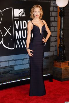 [VMA Awards VIP Store] Taylor Swifts VMAs 2013 Dress Is Straight Out Of A Vintage Hollywood Movie (PHOTOS)